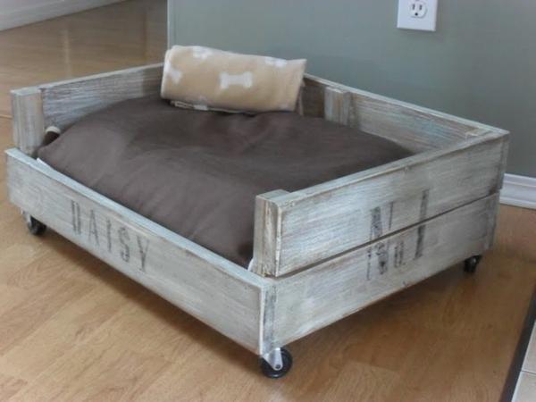 hundebetten aus holz gro e hundesofas aus europaletten selber machen. Black Bedroom Furniture Sets. Home Design Ideas