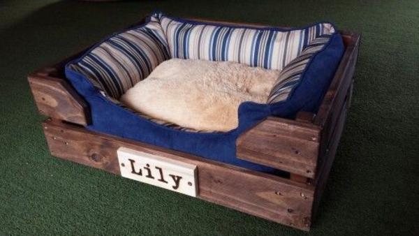 Hundebetten aus Holz – große Hundesofas aus Europaletten selber ...