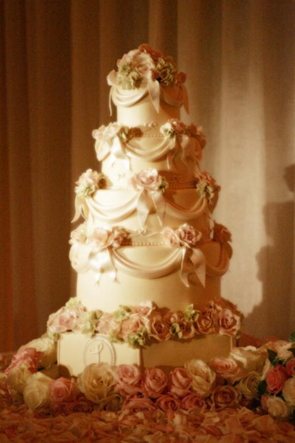 warm farben Mehrstöckige Hochzeitskuchen und Torten beige