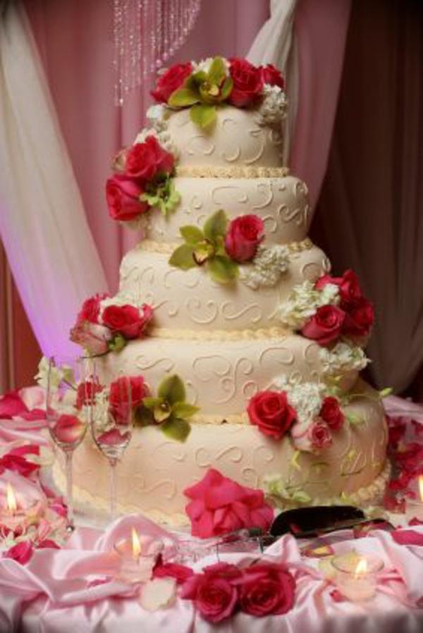 Liebevolle rosen grün Mehrstöckige Hochzeitskuchen und Torten blüten