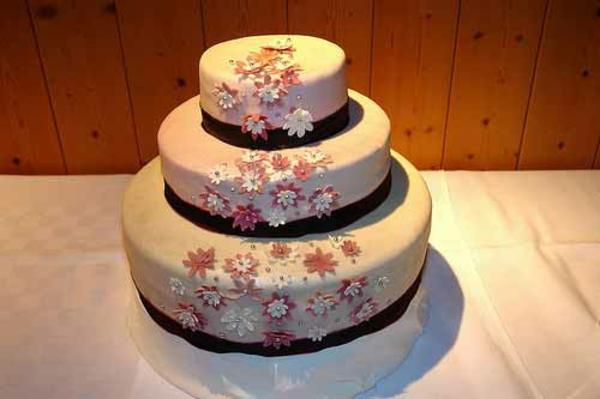 Hochzeitstorten kuchen braut band