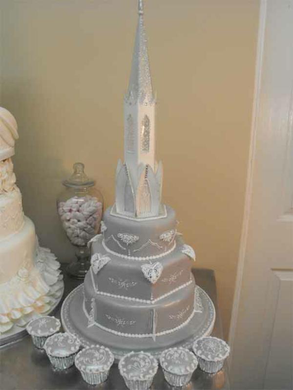 Mehrstöckige Hochzeitstorten schloss kuchen braut elegant