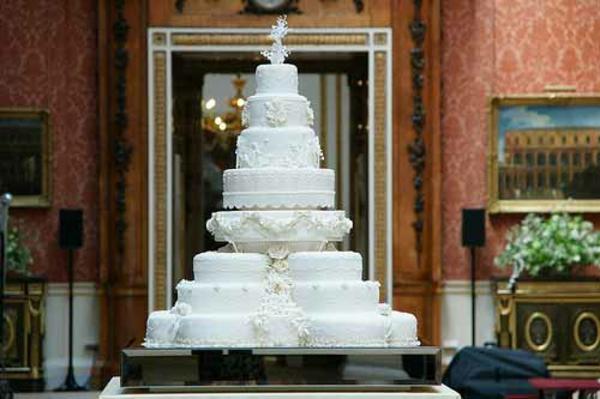 Mehrstöckige Hochzeitstorten - das Symbol jeder ...