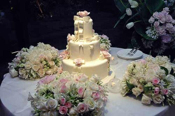 blumenstrauß brautstrauß Hochzeitstorten kuchen braut tischdeko