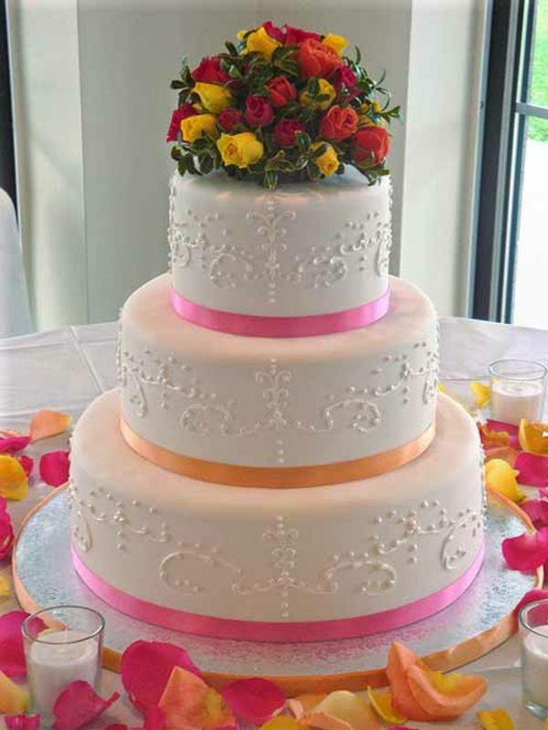 Hochzeitstorten kuchen braut zierband