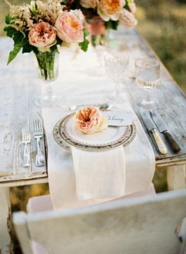 Hochzeitsdeko Cremig und Pfirsichfarben ideen
