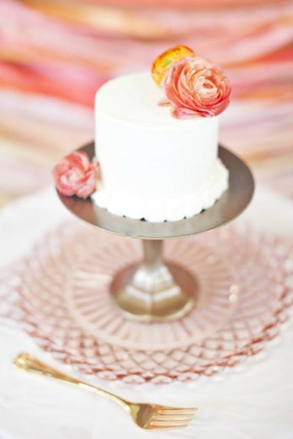 Meine Hochzeitsdeko Cremig und Pfirsichfarben kuchen