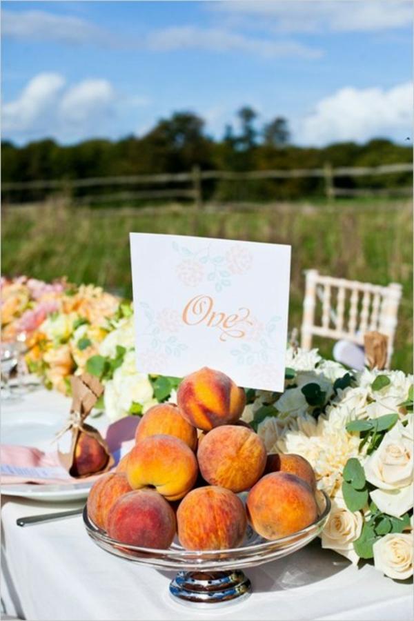 natur Hochzeitsdeko in Cremig und Pfirsichfarben orange