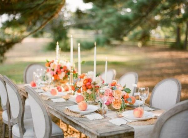 kerzen stühle esstisch Hochzeitsdeko in Cremig und Pfirsichfarben