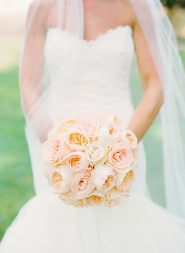 Meine Hochzeitsdeko in Cremig Pfirsichfarben weiß kleid