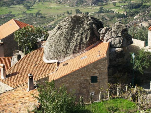 Monsanto architektur portugal häuser decke