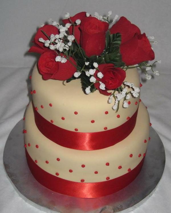 Preiswerte zweistöckige Hochzeitstorte rot elegant