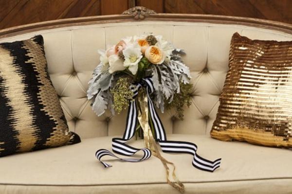 ländliche Hochzeitsdeko selber machen warme Erdfarben sofas