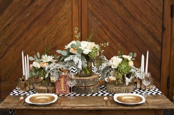 Rustikale Hochzeitsdeko holzscheiben selber machen warme tischdeko