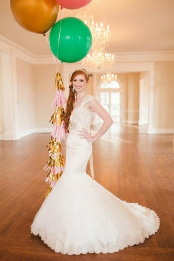 ballons bunt Hochzeit deko Ideen dekoideen hochzeit brautschleppe