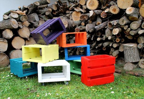 Sitzhocker Holzpaletten bunt gartenmöbel