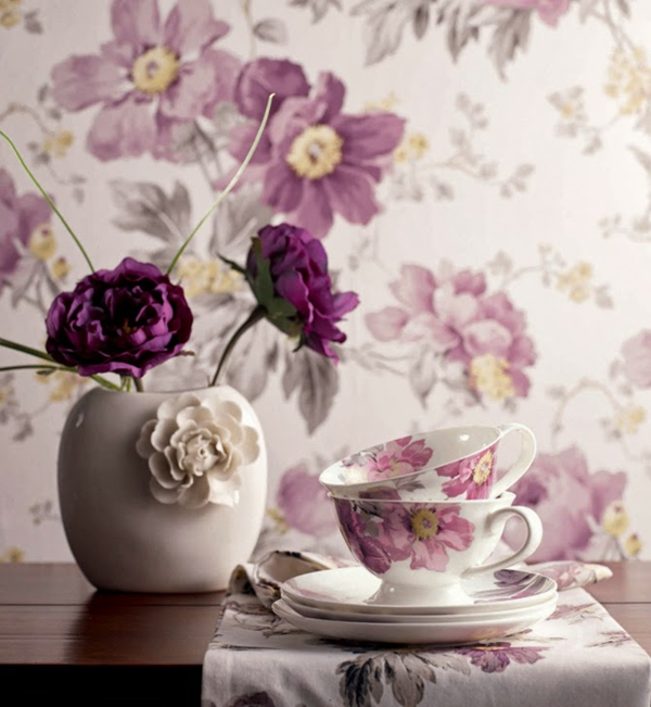 Tapeten Stoffe mit Blumenmuster lila blüten