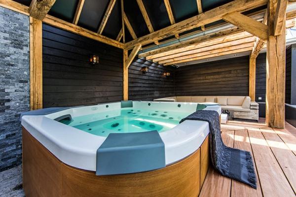 Wellness Einrichtung und Schwimmbad Garten spa