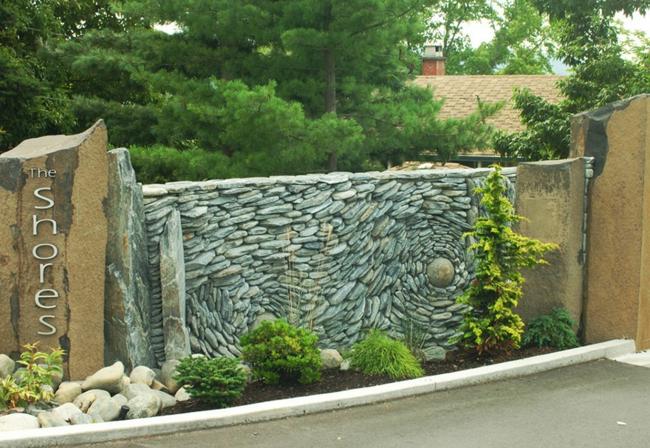 Steinwand als kunstwerk was k nnen k nstler aus steinen - Gartenzaun stein ...