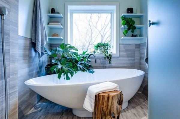 badezimmer einrichten grüne zimmerpflanzen badewanne