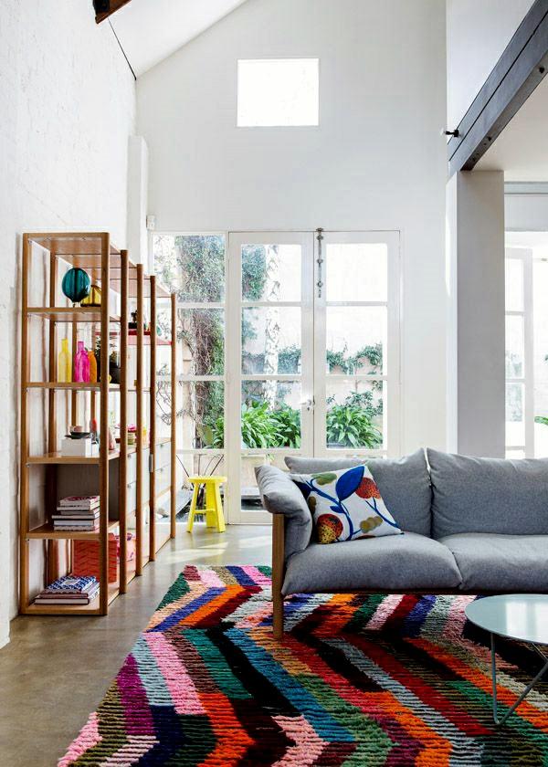 bunte teppiche wohnzimmer grau sofa