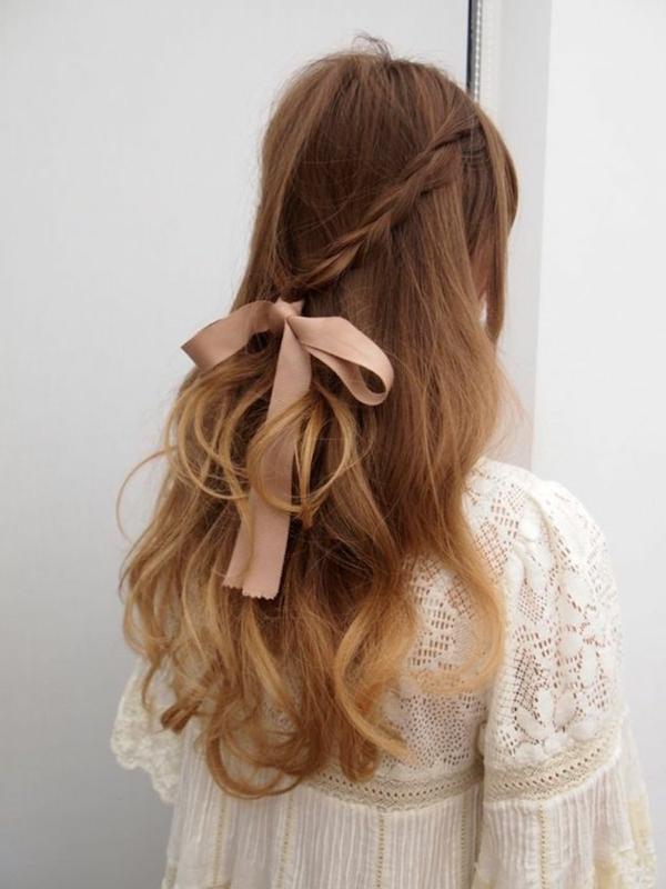 brautfrisur halboffen mit schleife lange haare