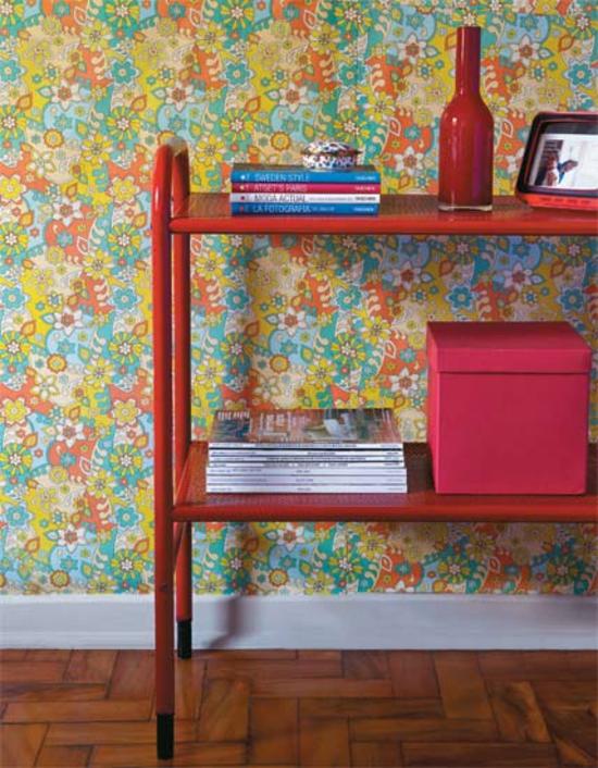 Coole Wohnideen Wandgestaltung Tapetenmuster Kunterbunt Blumenmuster Regal  Rot
