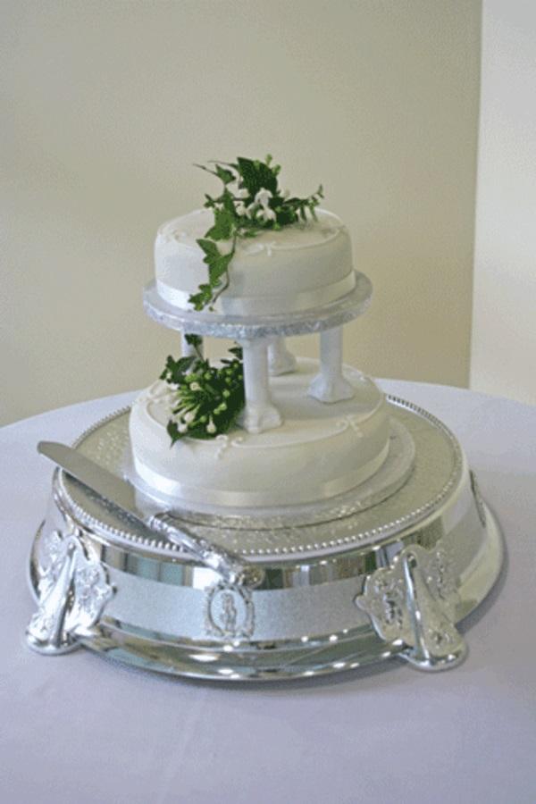 cupcakes hochzeitstorte silbern servierbrett
