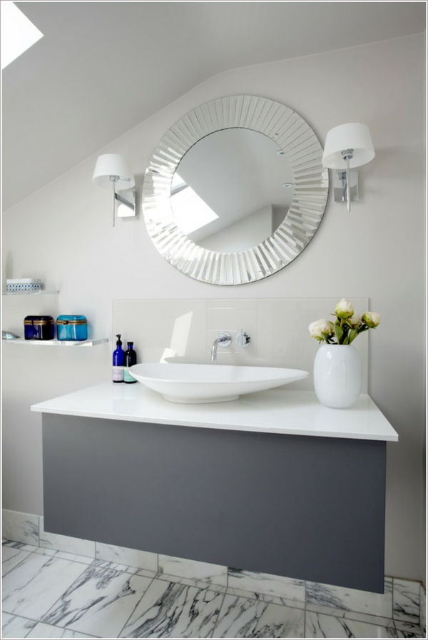 dunkle flecken am spiegel im badezimmer und wie vermeidet man sie. Black Bedroom Furniture Sets. Home Design Ideas