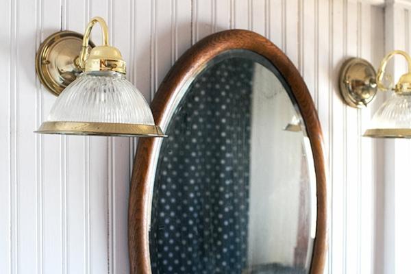 Dunkle flecken am spiegel im badezimmer und wie vermeidet for Spiegel badezimmer holz