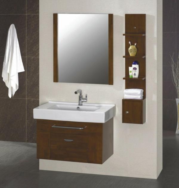 dunkle flecken spiegel im badezimmer