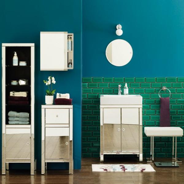 dunkle flecken spiegel im badezimmer wandgestaltung