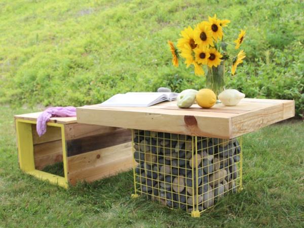 m bel aus paletten holzbank und gabione tisch im garten bauen. Black Bedroom Furniture Sets. Home Design Ideas
