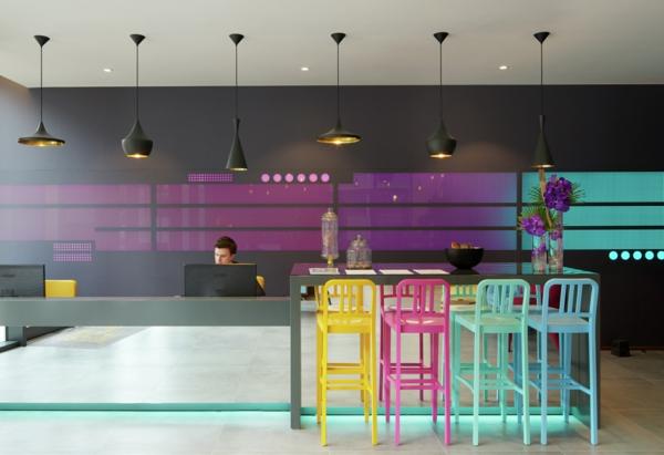 farbgestaltung wohnung schwarze pendelleuchten