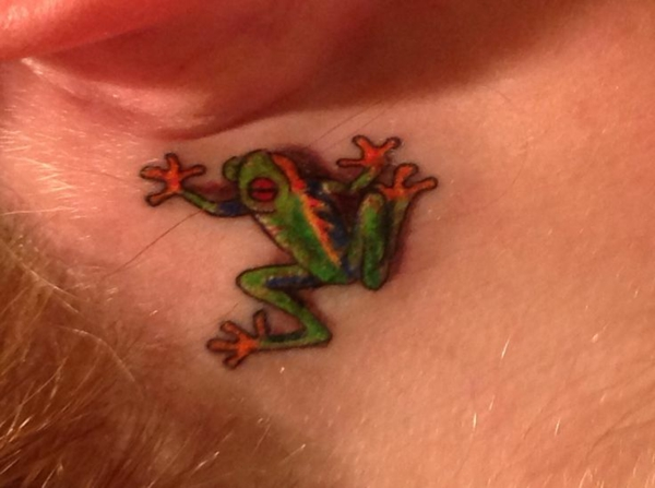 frosch tattoo hinterm ohr tattoos
