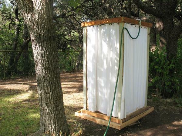 Dusche selber bauen coole diy gartendusche aus europaletten - Construire douche exterieure ...