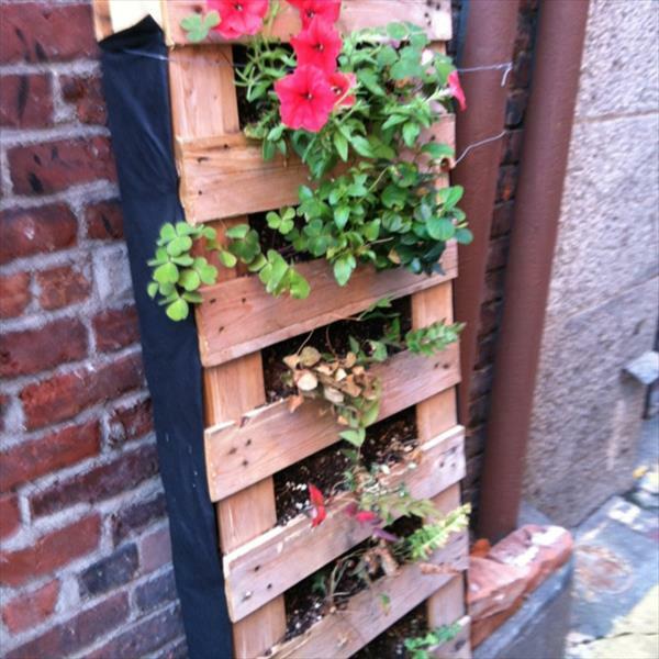 vertikaler garten und blumenbeet anlegen - diy aus europaletten, Garten ideen gestaltung