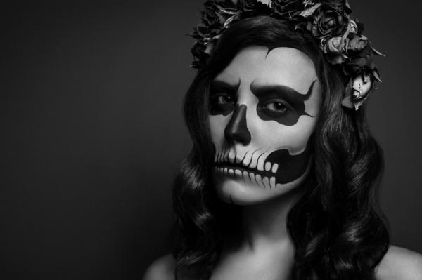 halloween schminken zombie frau