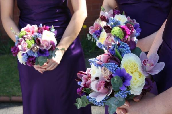 hochzeit brautstrauß lila blumen festlich