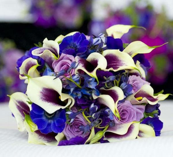 hochzeit brautstrauß lila blumen