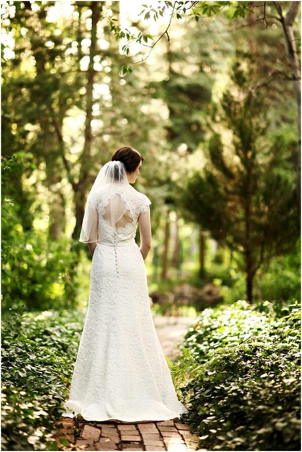 Romantische Hochzeitsfeier ideen trauung im freien grün