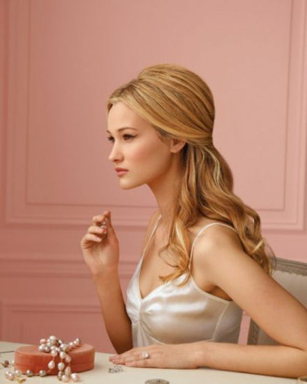 Brautfrisur halboffen - kommen Sie mit Stil unter die Haube!