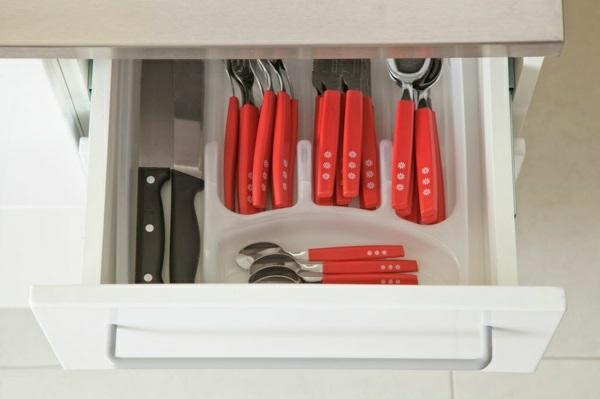 küchengestaltung ideen küchenschränke organisieren unterschrank besteck organizer
