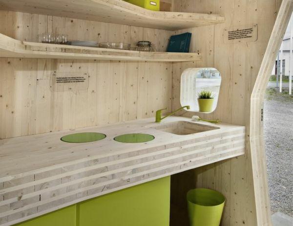 kleines holzhaus studentenwohnung tengbom architekts holz küche arbeitsplatte