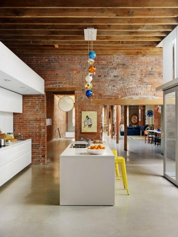 loftwohnung holzdecke holzbalken küche