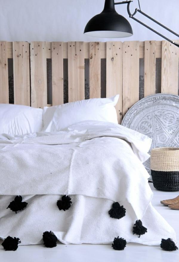 nachttischlampe Holzmöbel Paletten kopfteil