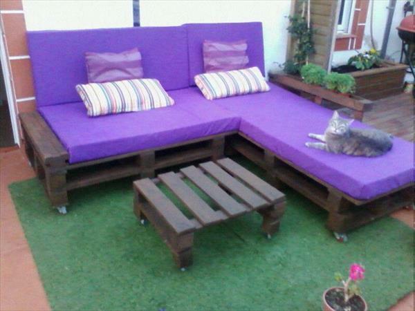 massive Holzmöbel Paletten liegen sofas