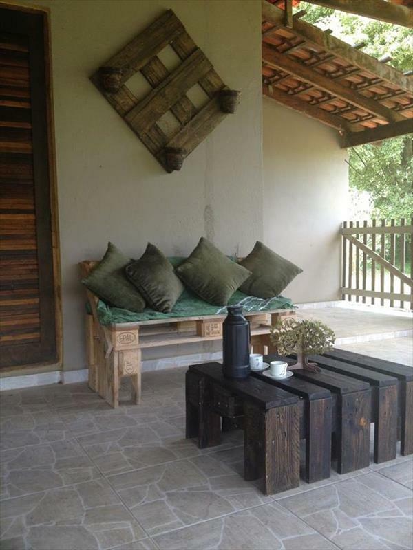 massive Holzmöbel aus Paletten veranda einrichten
