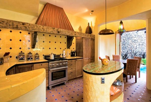 moderne einrichtungsideen küche aus holz mexikanischer stil küchenfliesen gelb wandfarbe