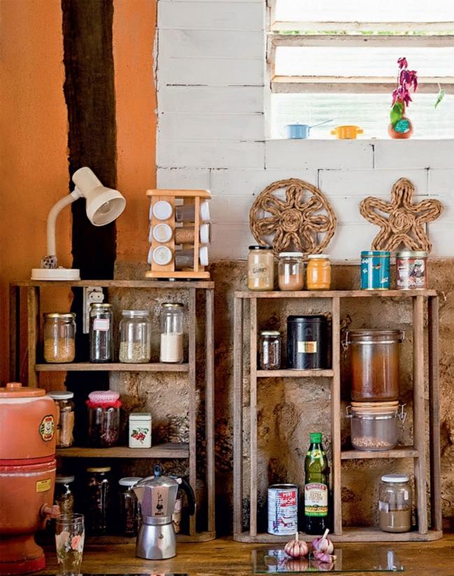 nachhaltige architektur wohnideen rustikale holzküche stauraum offene holzregale